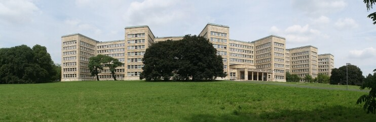 743x241 campus poelzig frontal